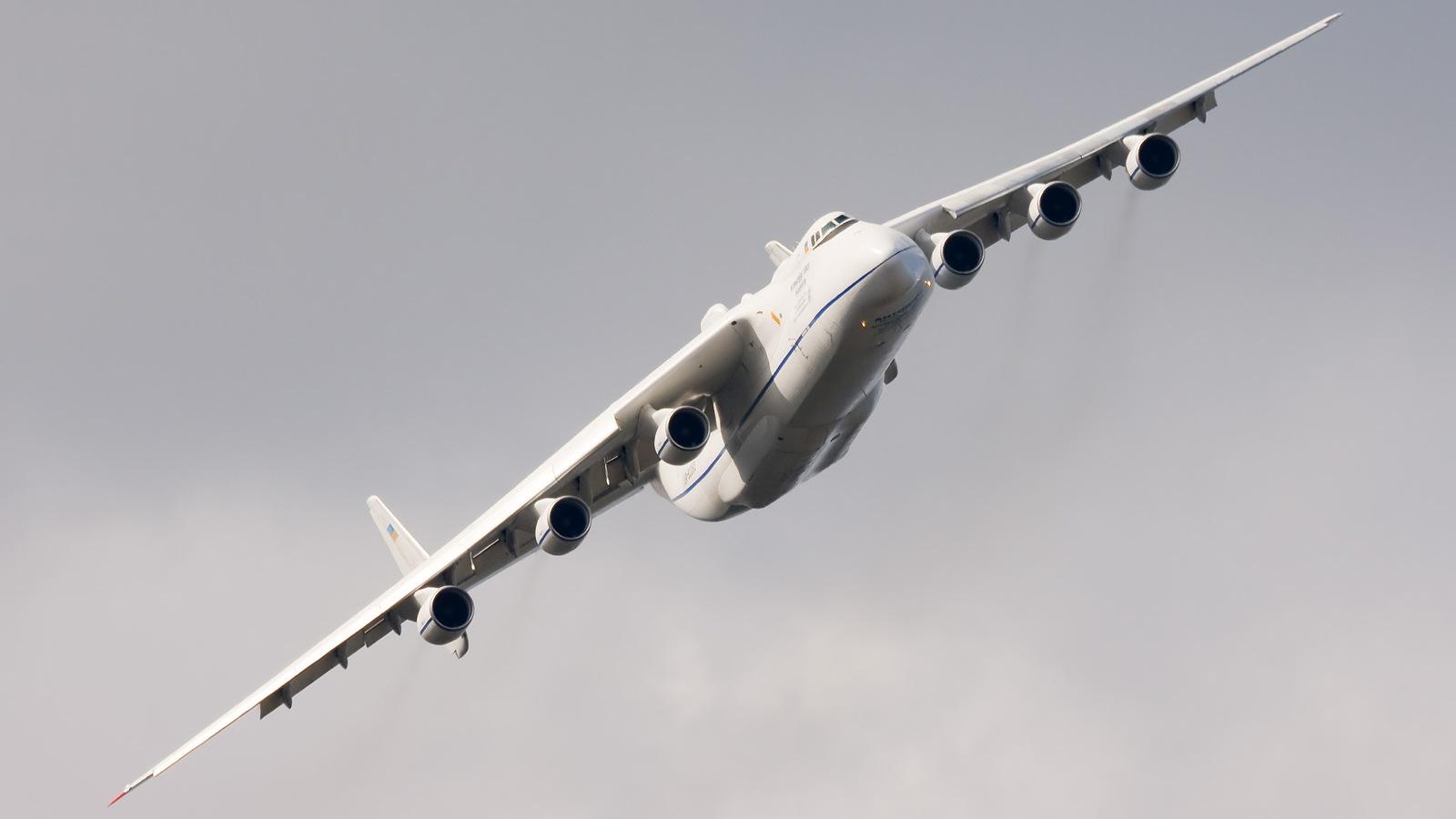http://2.bp.blogspot.com/-uOxgUgs5yuE/TZCfnwBW27I/AAAAAAAAFJk/J7LQ5EysDtk/s1600/an225+largest+aircraft+ever.jpg