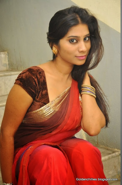 tamil aunty hot in tight saree stills