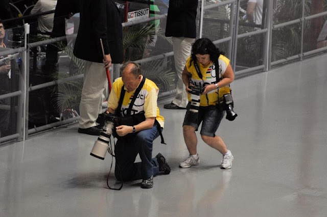 chimp chimping uci photographer tim macauley world track championships melbourne australia 2010