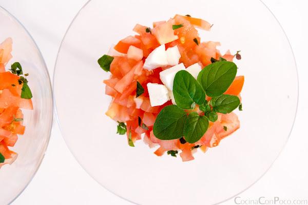 Receta especial de Navidad - Ensalada de tomate y queso