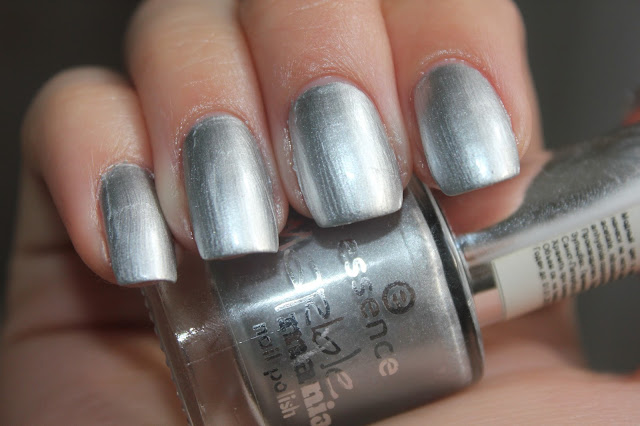 Essence Marble Mania 03 silver twister