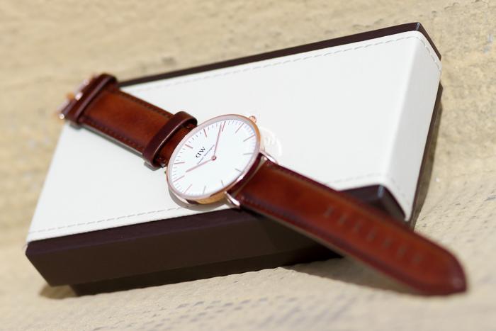 Nuevo Reloj modelo St Andrews Lady de Daniel Wellington correa cuero marrón claro y esfera oro rosa Bloguera moda y tendencias valenciana withorwithoutshoes