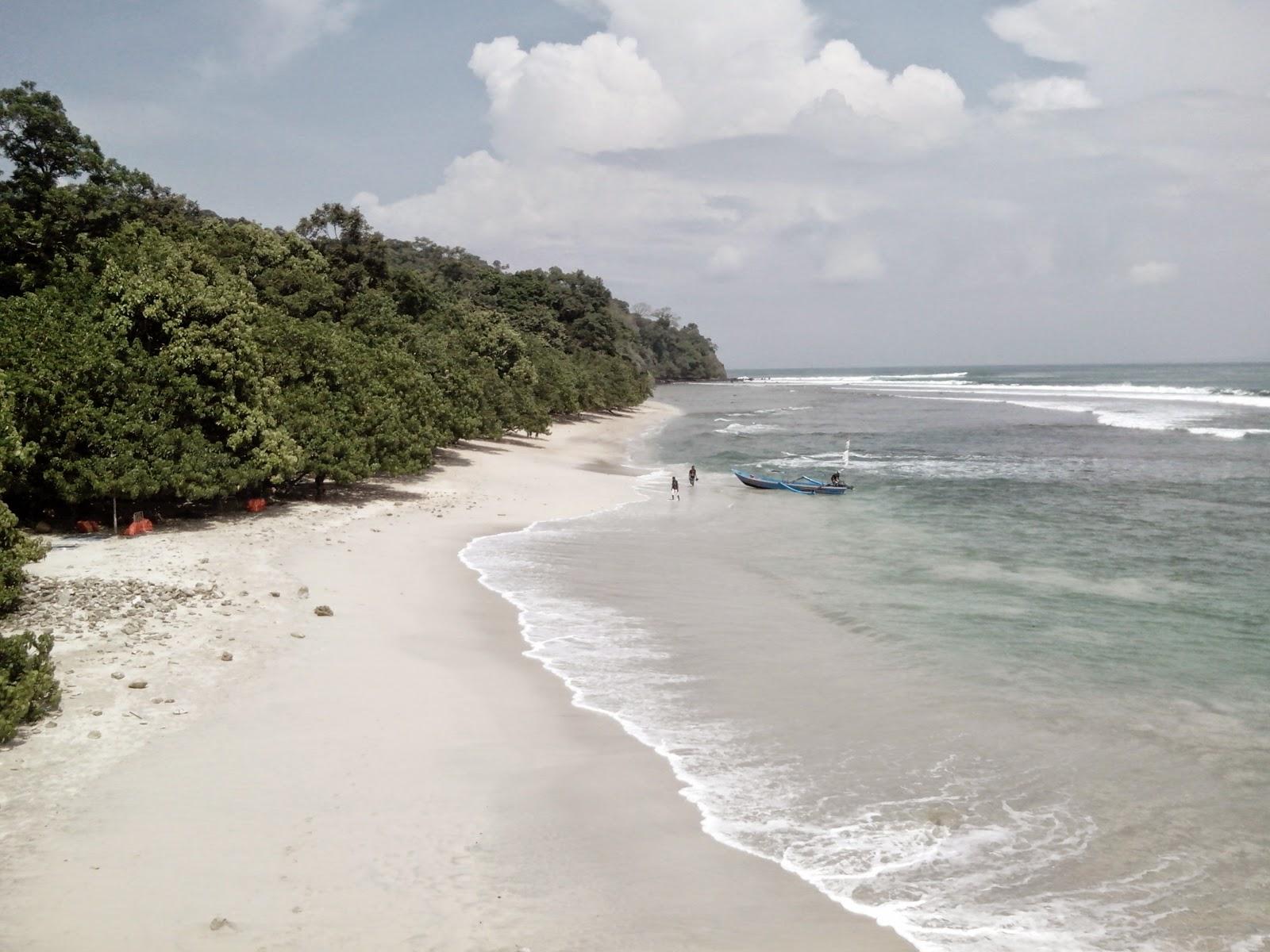 keindahan pantai pasir putih pangandaran