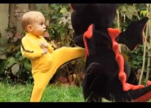 bebito que pelea contra un dragon