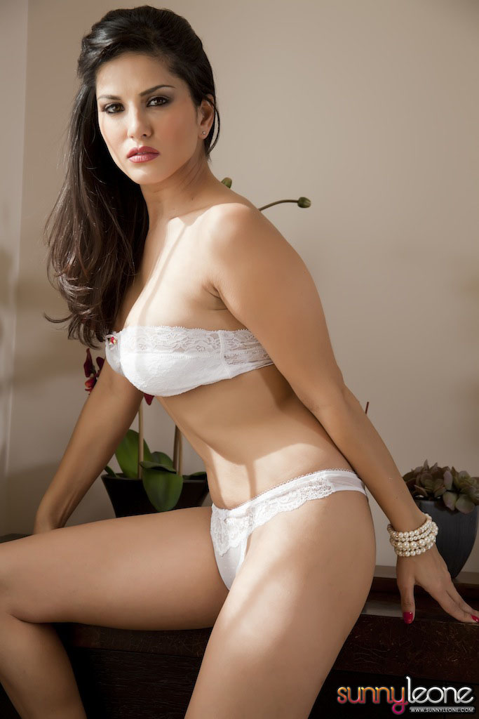 www.celebtiger.blogspot.com Sunny+Leone+ +White+BikIni+(26) Sunny Leone Indian Pornstar Posing Nude In White Lingerie HQ Photos
