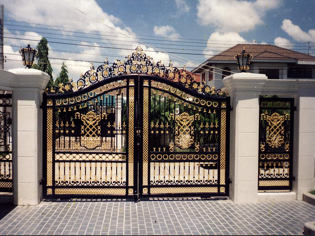 Home decor beautiful entry gates wooden and steel for Decorative home