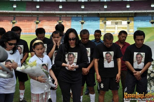 Walau Sudah Meninggal Adjie tetap Didukung Angelina Sondakh