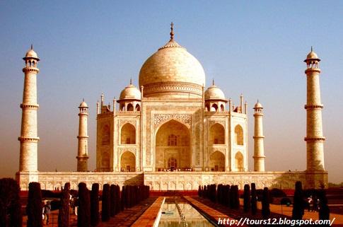 Taj Mahal Changing colour..