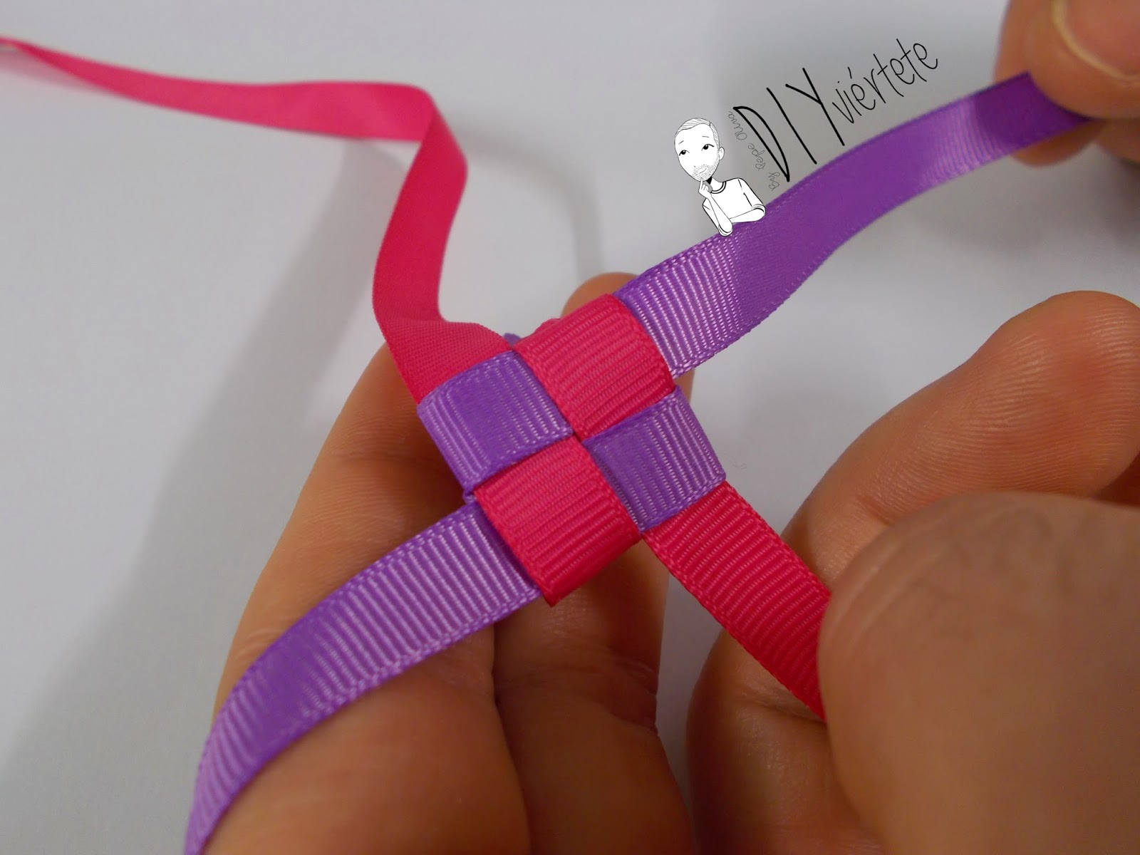 BLOGERSANDO-marzo-lila-collar-cinta raso-mujer trabajadora-color mujer-morado-violeta-acordeón-bisutería-4
