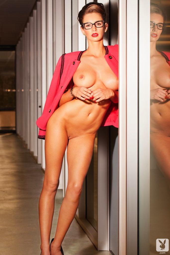 Confira ensaio da Playmate de Playboy Emily Agnes, Miss julho de 2014