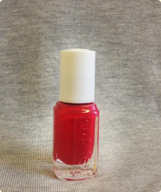 Pazurkowo – Essie Very Cranberry