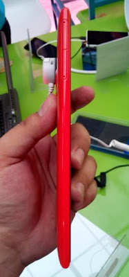 Nokia Lumia 1520 Left