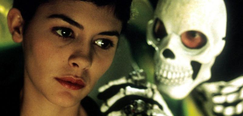 Audrey Tautou som Amélie Poulain med Nino på spøgelsestoget
