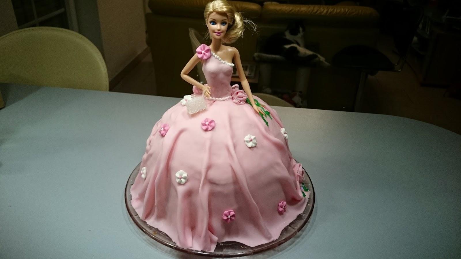 Barbie torte mit marzipan