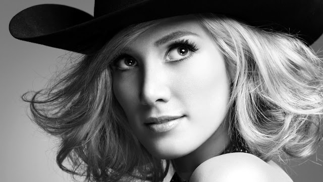 Delta Goodrem HD Wallpaper