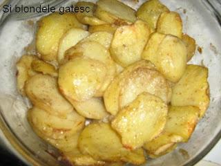 cartofi condimentati la cuptor