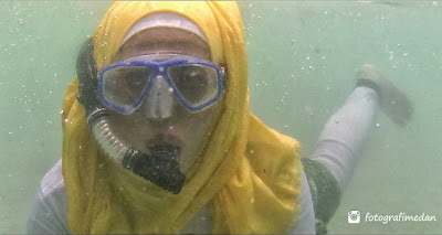 asiknya snorkeling di pulau berhala