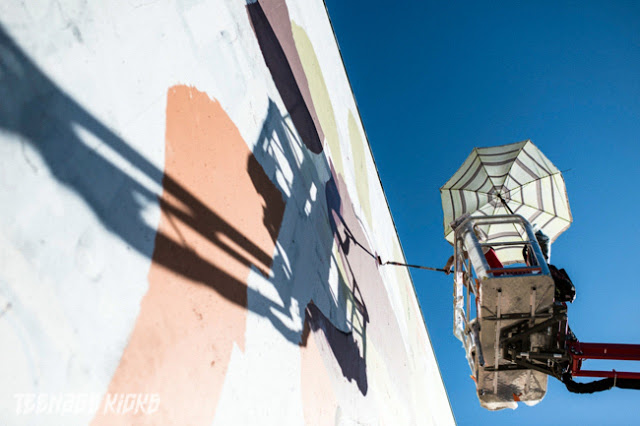 Spanish Street Artist Aryz at work on a new mural in Rennes For the Teenage kicks street art Festival. 5