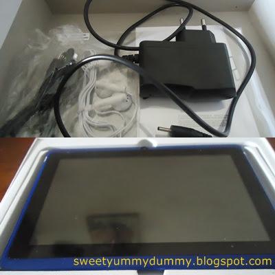 Sama juga, ada charger, earphone, instruction dan kabel + screen