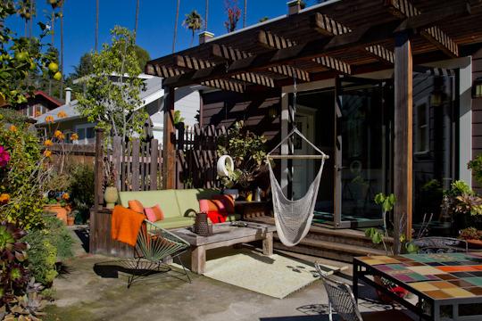 Gartenbank auf der Terrasse