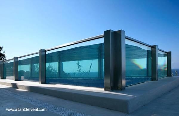 Foto 1: Piscina moderna de acero inoxidable y vidrio grueso