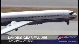 شاهدوا ماذا فعل سائق الطائرة عندما لم تفتح العجلة الامامية.. عجيب