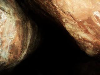 Entrada da Caverna da Escuridão, na Pedra do Segredo em Caçapava do Sul