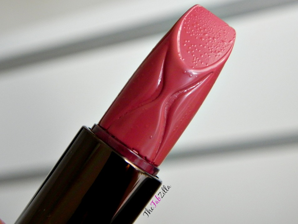hourglass femme rouge velvet crame lipstick review, neutral lipstick, carrie underwood makeup