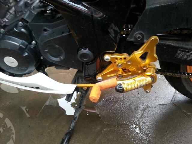 Riding di belakang Bis,All New Honda CBR 150R Repsol Edition ini hantam lubang sampai jungkir balik terus masuk selokan . . . rider selamat