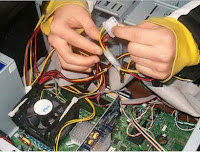 Instalasi dan berbagai komponen komputer.
