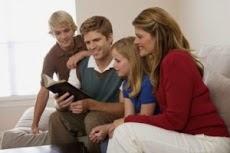 Pais leiam a bíblia com seus filhos