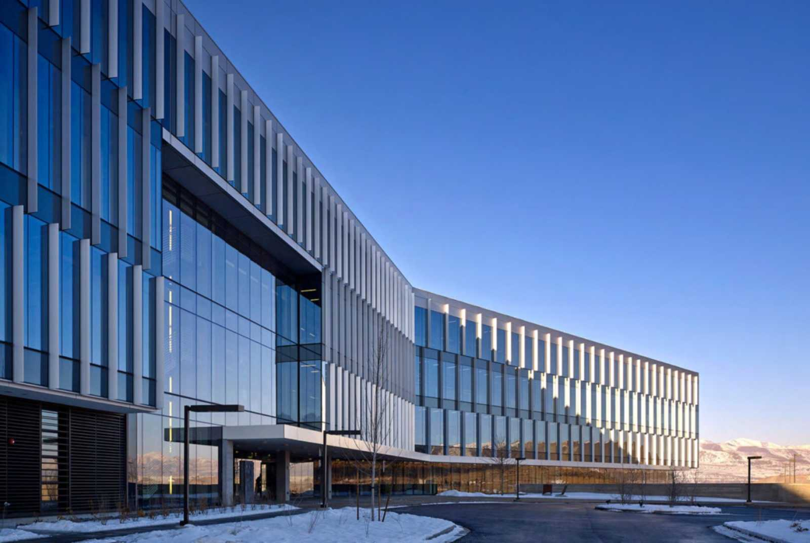 Adobe utah campus by wrns studio for Office building architecture