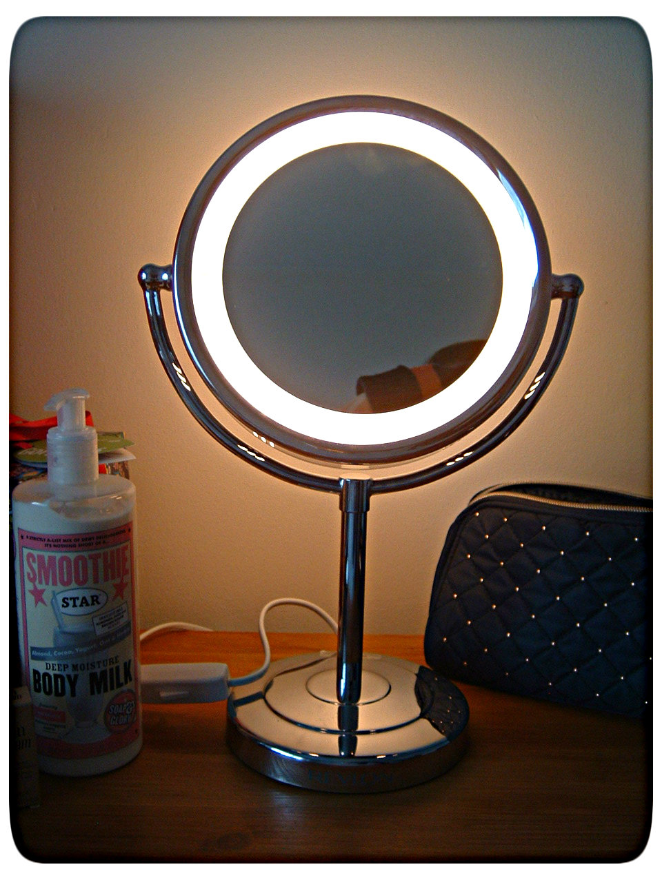 revlon lighted battery operated makeup mirror mugeek vidalondon. Black Bedroom Furniture Sets. Home Design Ideas