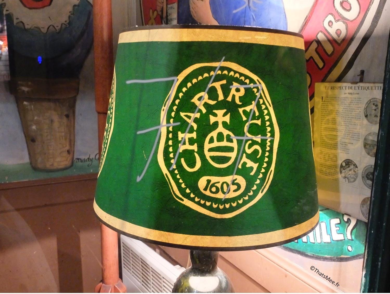 Resto bistro troquet Le Coude Fou Paris Marais liqueurs, déco lampe chartreuse, cuisine traditionnelle française Coude Fou
