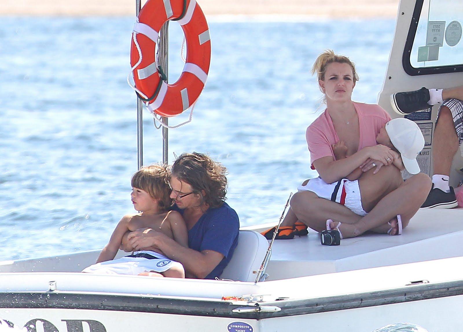 http://2.bp.blogspot.com/-uViqAYjQgP8/Tjwvr3kLQeI/AAAAAAAAC6A/cYHrNQoc3QI/s1600/family-boat-day-august-4+%252821%2529.jpg