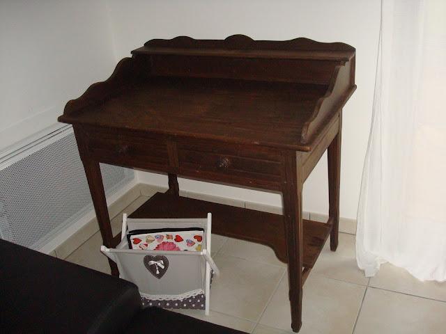 La d co d 39 alia mon bureau relooking d 39 une table de toilette en bu - Relooker un bureau en bois ...
