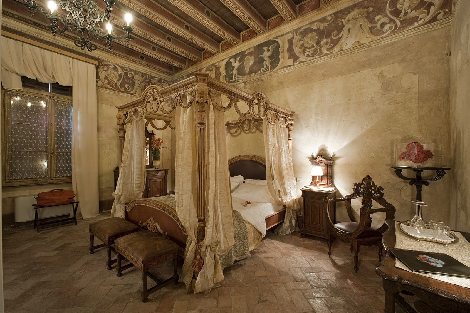 Momenti a due uma inesquec vel fuga rom ntica - Camera da letto antica ...