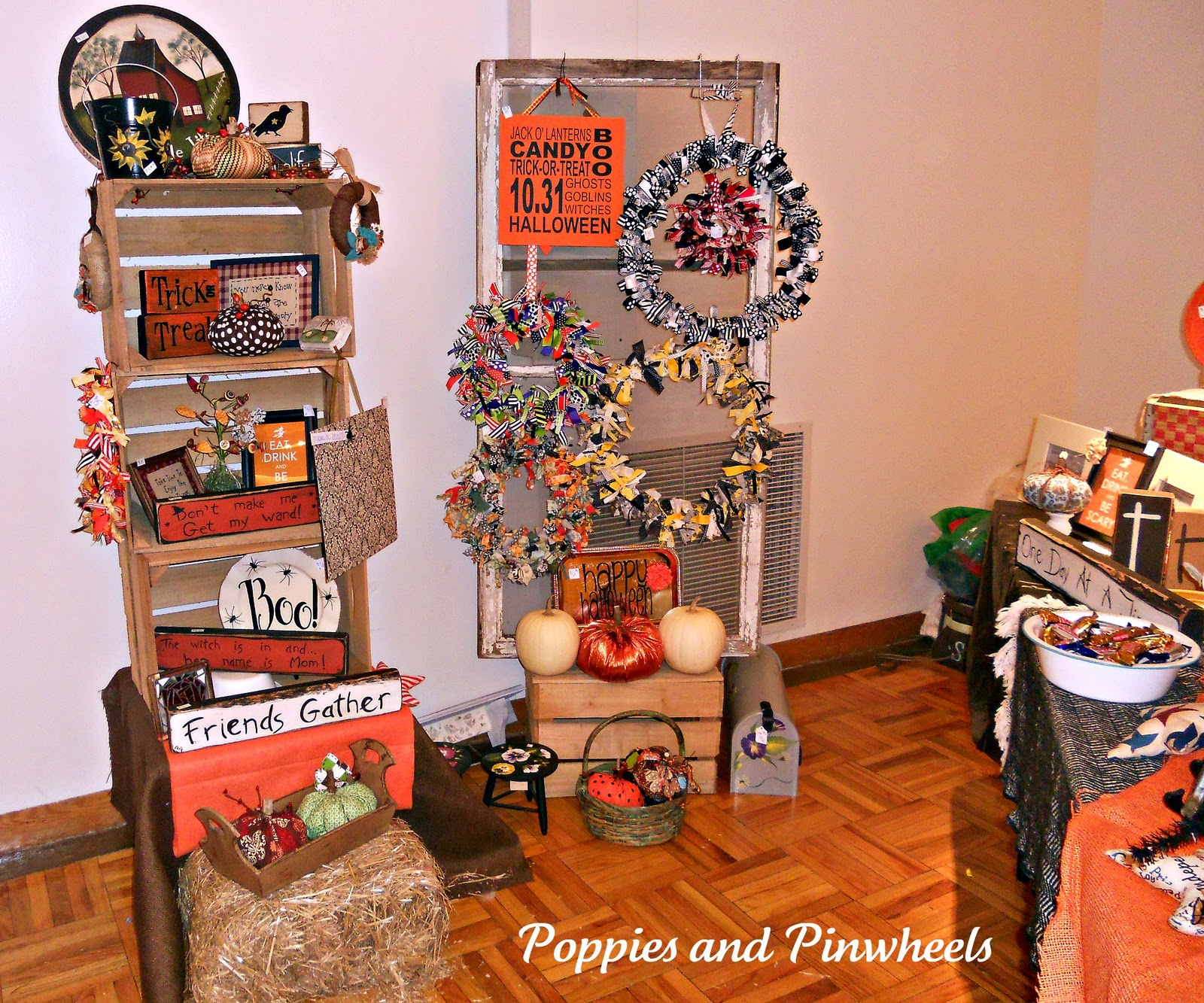 Fall Craft Show Ideas http://poppiesandpinwheels.blogspot.com/2011/10/craft-show.html