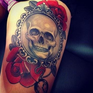 Melhores tatuagens femininas de caveira com rosas