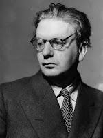 Penemu Televisi    John Logie Baird (lahir di Helensburgh, Skotlandia, 13 Agustus 1888 – meninggal di Bexhill-on-Sea, East Sussex, Inggris, 14 Juni 1946 pada umur 57 tahun) adalah penemu yang pertama kali menunjukkan bahwa citra visual dapat ditransmisikan.  Hingga ia berusia 35 tahun, Baird hidup dalam kondisi serba kekurangan. Pada tahun 1923, ia mulai berusaha mengotak-atik mesin untuk mentransmisi gambar, sekaligus suara, lewat radio. Tak lama kemudian ia berhasil mengirim citra kasar melewati transmiter tanpa-kabel ke pewawat penerima yang berjarak beberapa meter. Pada Januari 1925 dia mendemonstrasikan televisi di depan umum di Royal Institute di London. Ini adalah peragaan televisi paling awal.  Pada tahun 1929, BBC melakukan siaran televisi perdana, menggunakan peralatan Baird. Namun ketika itu ia belum memanfaatkan penggunaan tabung sinar-Katode, yang menjadi dasar televisi modern. Sehingga sistem buatannya kalah bersaing dengan sistem baru pada tahun 1933. Sejarah Pertelevisian di Indonesia  Teknologi televisi bermula dari penemuan electrische teleskop sebagai perwujudan dari gagasan seorang mahasiswa Berlin jerman timur) yang bernama Paul Gothlieb Nipkow. ia memanfaatkan electrische teleskop untuk mengirim gambar melalui udara dari satu tempat ke tempat lain. Hal ini terjadi antara tahun 1883 – 1884. Karena penemuannya itu, Nipkow diakui sebagai Bapak Televisi Dunia.  Sejak penemuan Televisi, di berbagai negara di dunia mulai diperkenalkan televisi sebagai sarana yang dapat memberikan informasi kepada masyarakat umum. TV di perkenalkan ke Indonesia sekitar tahun 1962 yaitu bertepatan dengan pelaksanaan Olahraga Asia IV (Asian games IV) di jakarta.