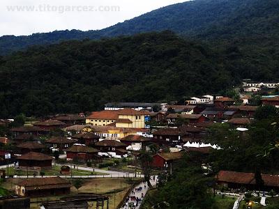Vista da parte baixa da vila de Paranapiacaba com tempo aberto