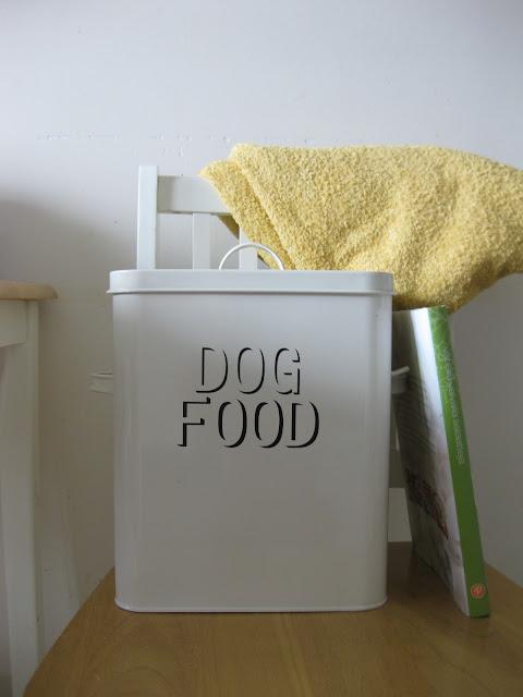 säilytysrasia koiranruoalle