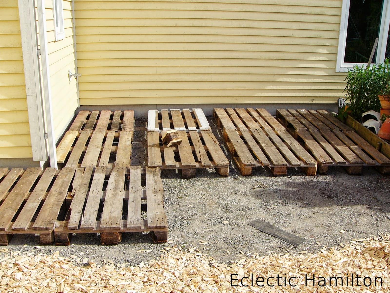 Diy terrasse aus euro paletten vol 1 eclectic hamilton for Europaletten selber bauen