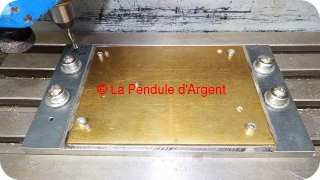 Production d'un mécanisme d'horloge, les platines et le rouage Platine4