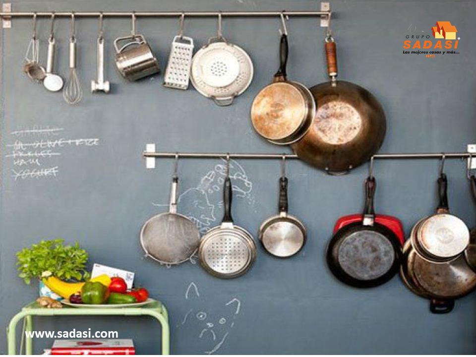 Sadasi corporativo grupo sadasi le habla de colgar los for Colgar utensilios de cocina