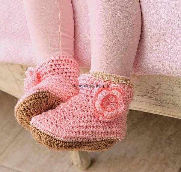 Patrones de bota crochet color rosa para niña