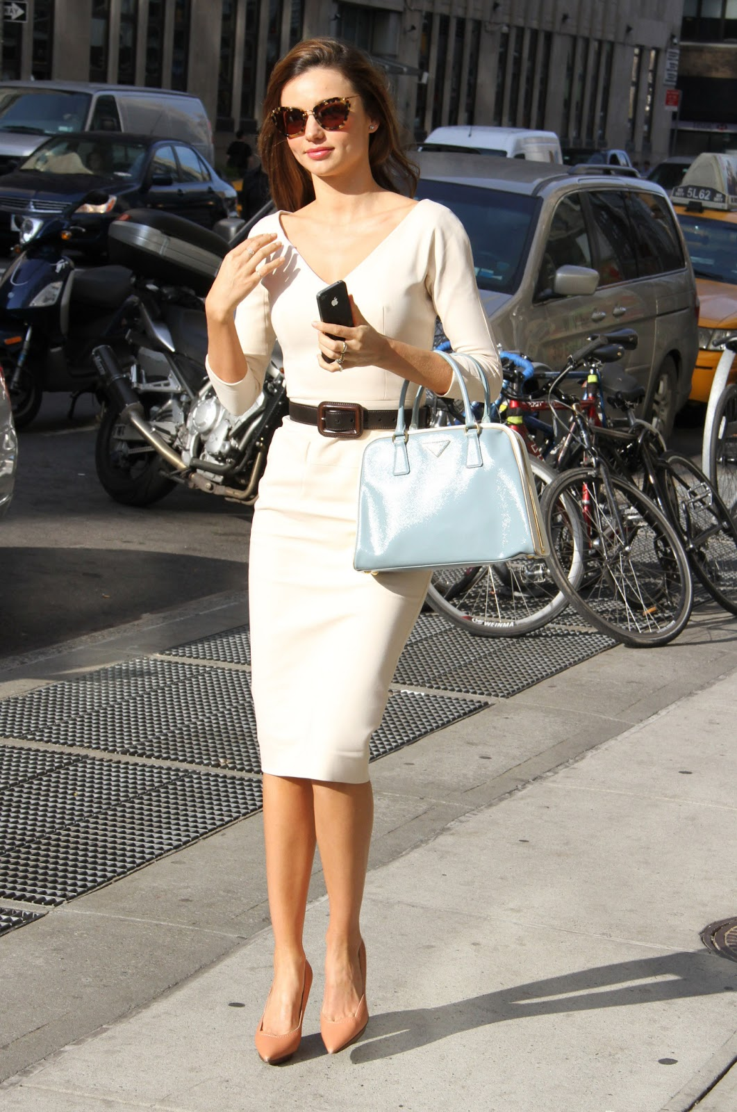 http://2.bp.blogspot.com/-uXwXkRk3JVk/UVNqSafn96I/AAAAAAAAbow/fSFLdeospAI/s1600/Miranda_Kerr_out_and_about_in_NYC_017_122_178lo.jpg