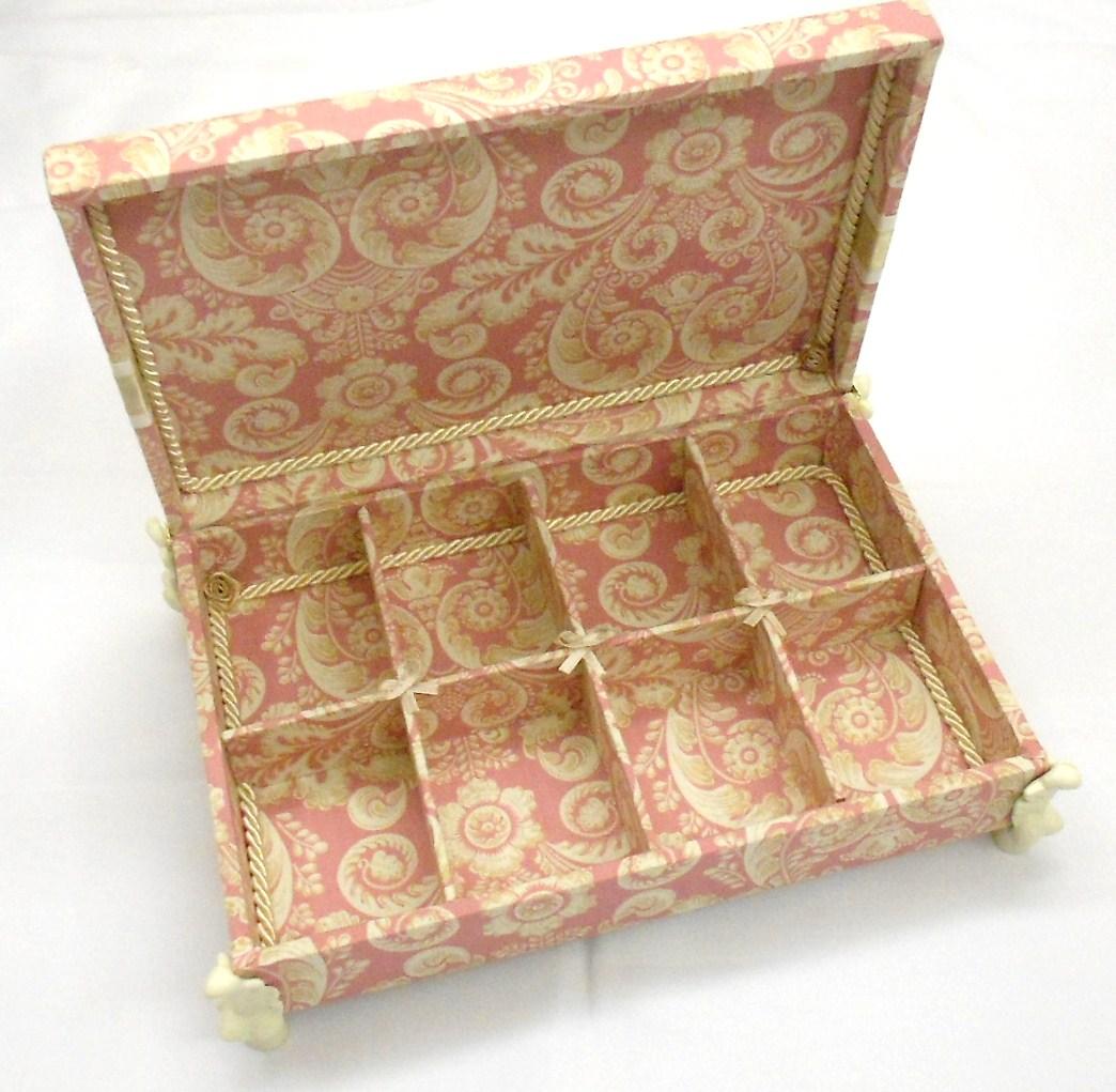 Divina Caixa: Caixa de madeira forrada em tecido para guardar  #4E2810 1044x1021