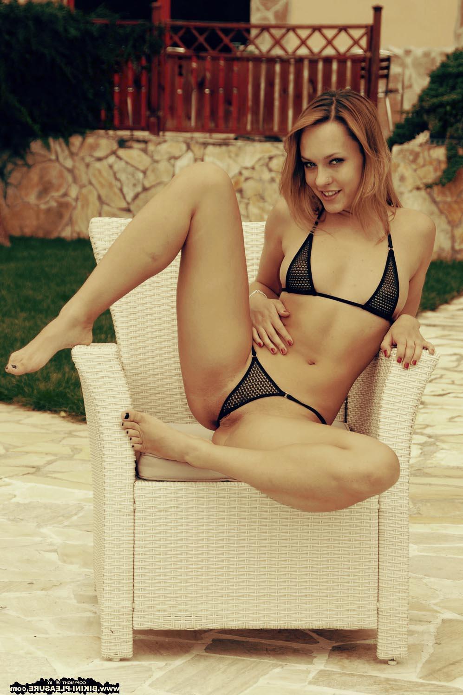 Фото модели в прозрачном бикини
