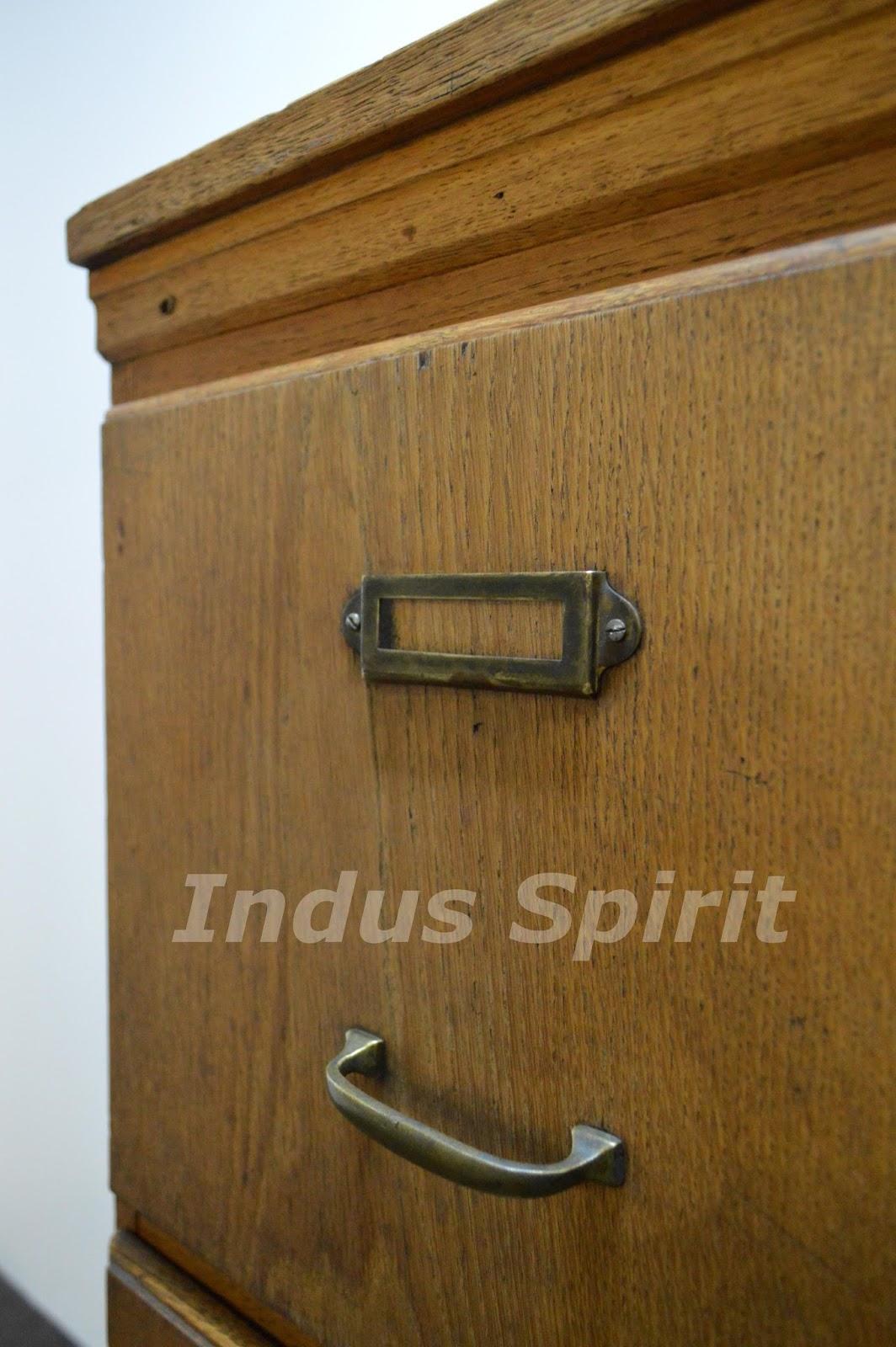 Classeur en bois ancien table de lit for Meuble classeur ancien